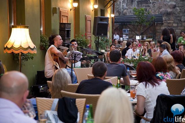 Poze: Acoustic Aroma cu Razvan Krivach & Jozsa Ors