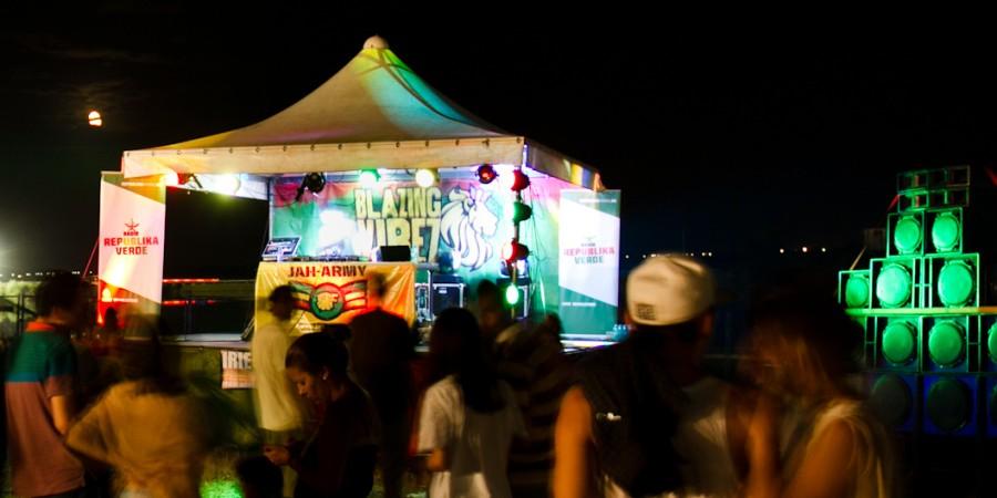 Muzica reggae si dancehall pe scena Blazing Vibez la B'ESTFEST Summer Camp!