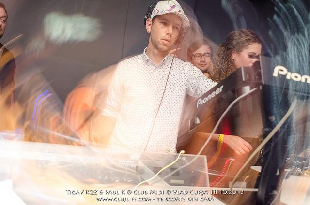 Poze: Tiga @ Club Midi