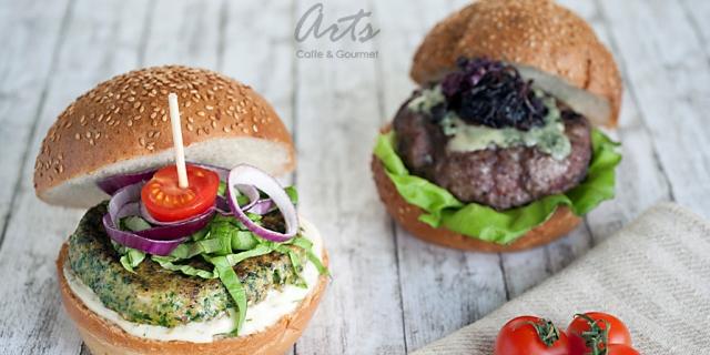 Burger Night la Arts Caffe & Bistro