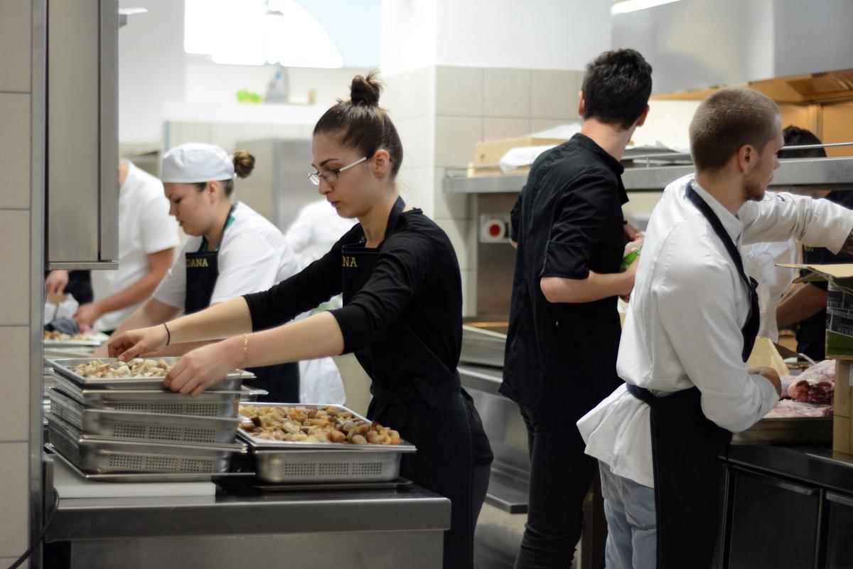 Școala de Bucătari by Adi Hădean își caută cursanți
