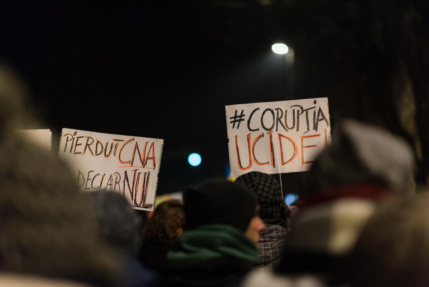 Cele mai tari mesaje de pe pancartele protestelor de la #Cluj