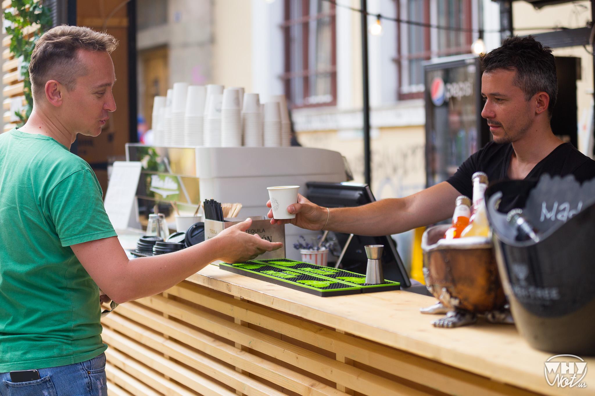 Interviu cu Deji Mircea Dan, responsabilul de baruri la Street Food Festival și barista la Roots