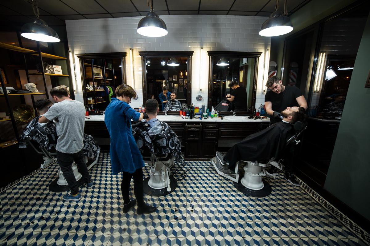 Interviu cu echipa Barber Society, despre cum au ajuns să facă ceea ce le place într-un salon dedicat exclusiv bărbaților