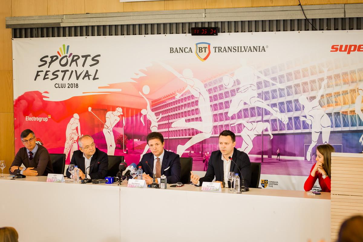 Meci demonstrativ între Legendele Barcelonei și Generația de Aur a României pe Cluj Arena