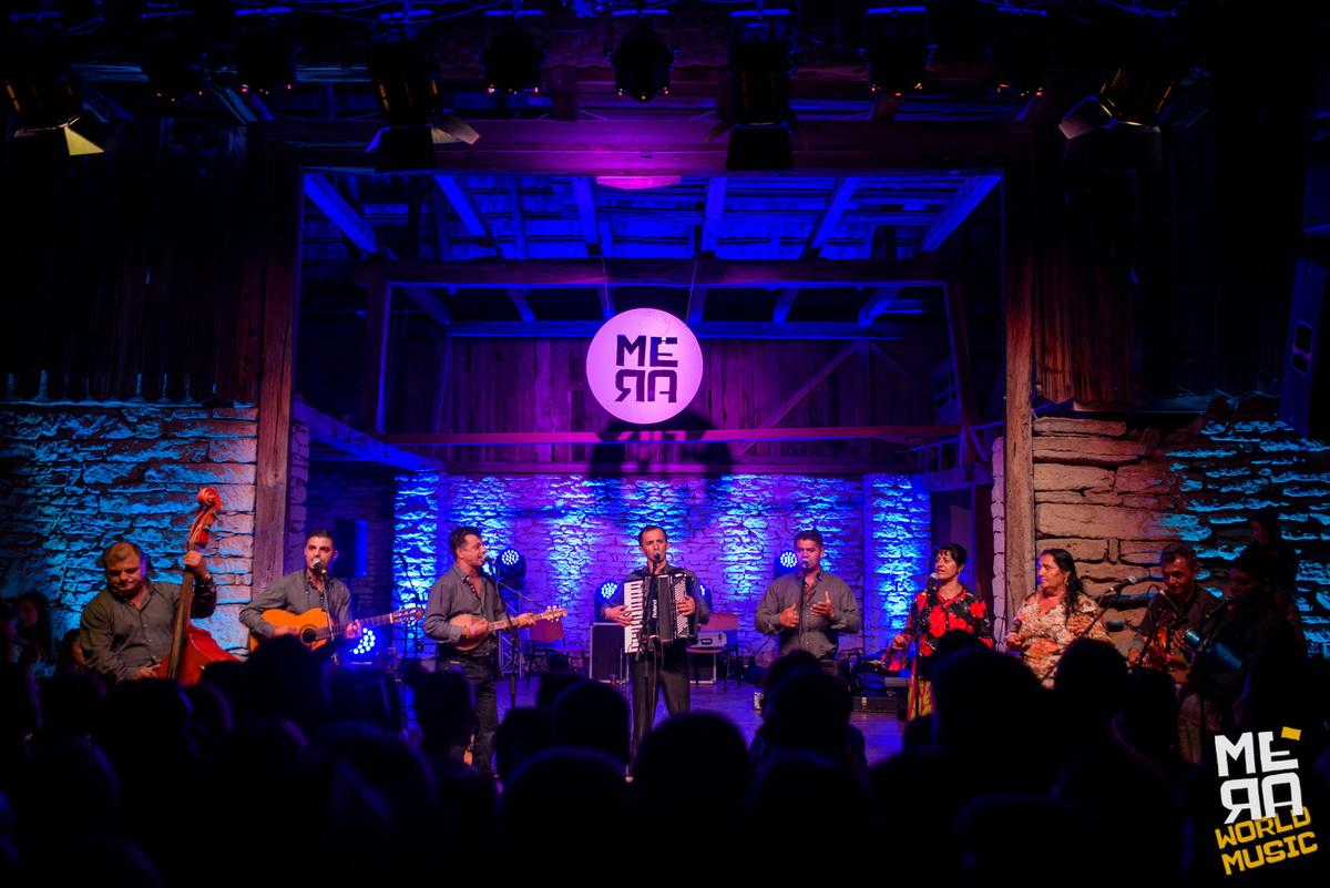 Artiști din Mexic și Anglia, dar și din Maramureș și Călata – în șură, la Mera World Music Festival