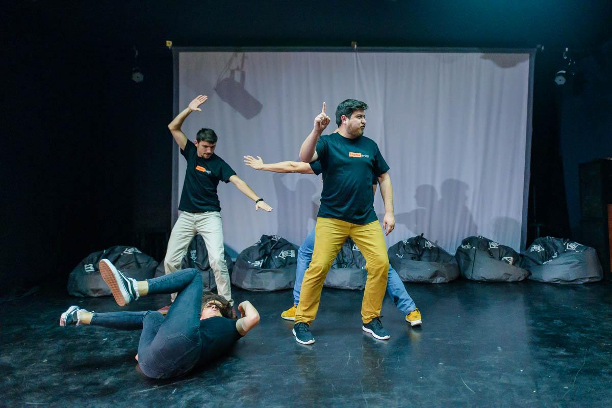 Cum a fost la repetițiile trupei IMPROVertiții pentru spectacolul din cadrul Comedy Cluj