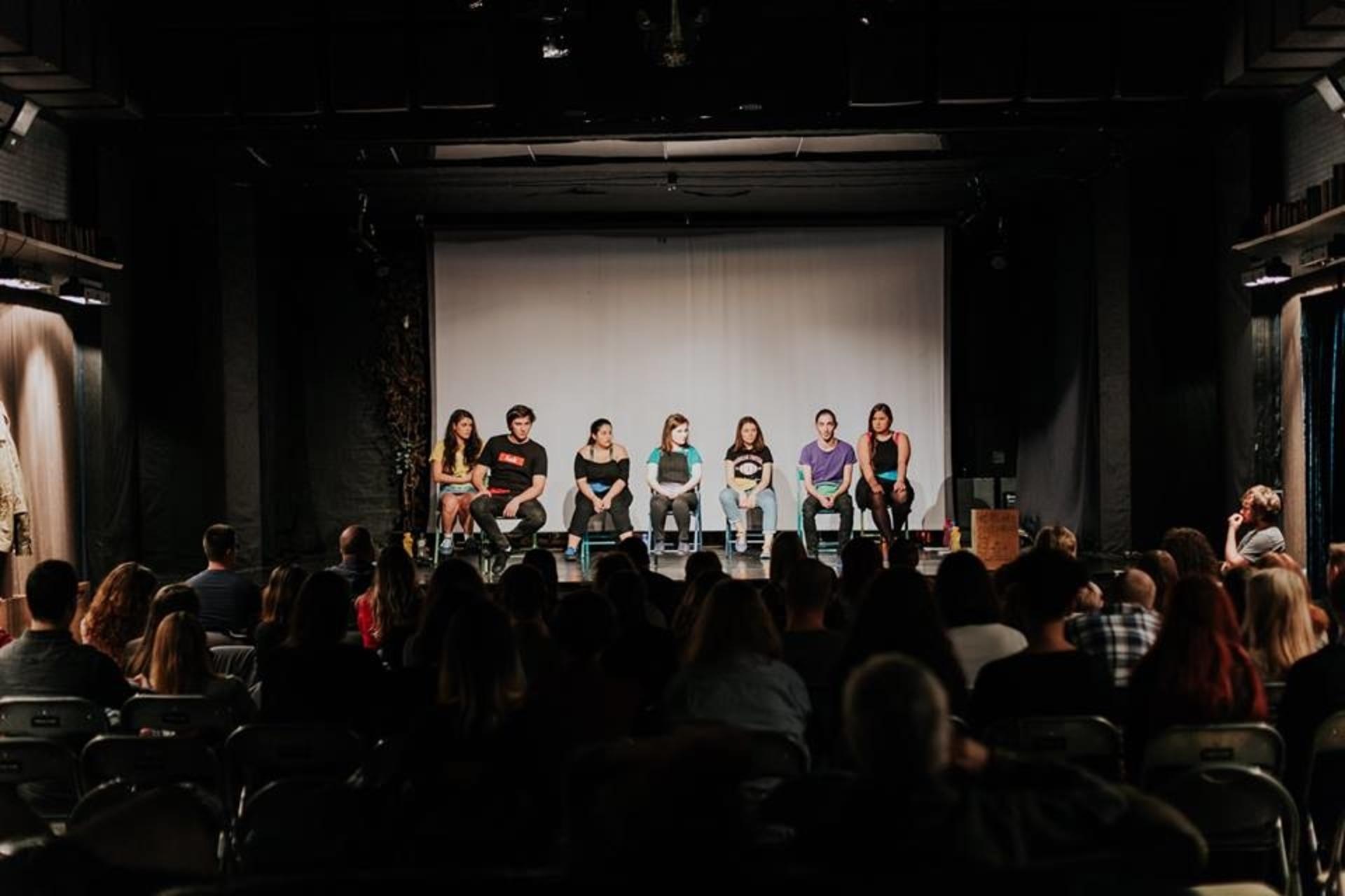 """5 profesioniști ai unor meserii noi îi așteaptă  pe liceeni la """"Întâlniri Creative"""""""
