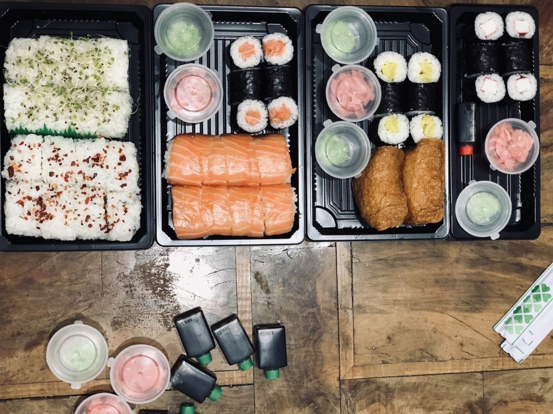 """HipMenu livrează gratuit până în 15 noiembrie, motiv pentru care am organizat o """"cină spontană"""" în echipă"""