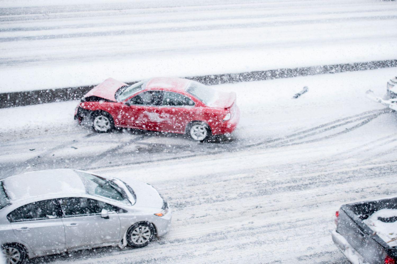 Tot mai multe accidente auto se petrec in lunile ianuarie si februarie! Iata care sunt cauzele si cum poti preveni aceste incidente!