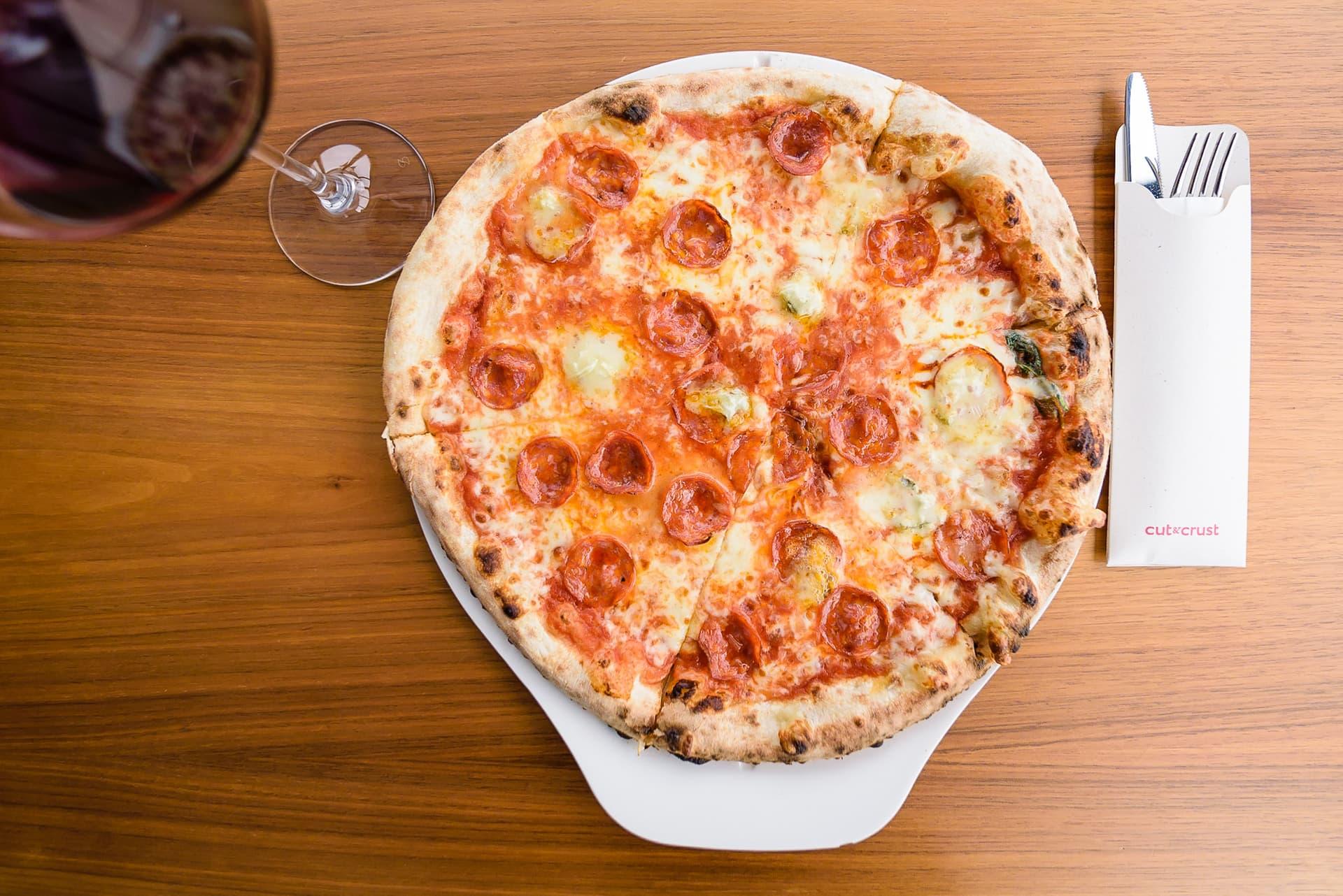 Am testat cele 3 sortimente noi de pizza din meniul de la cut & crust