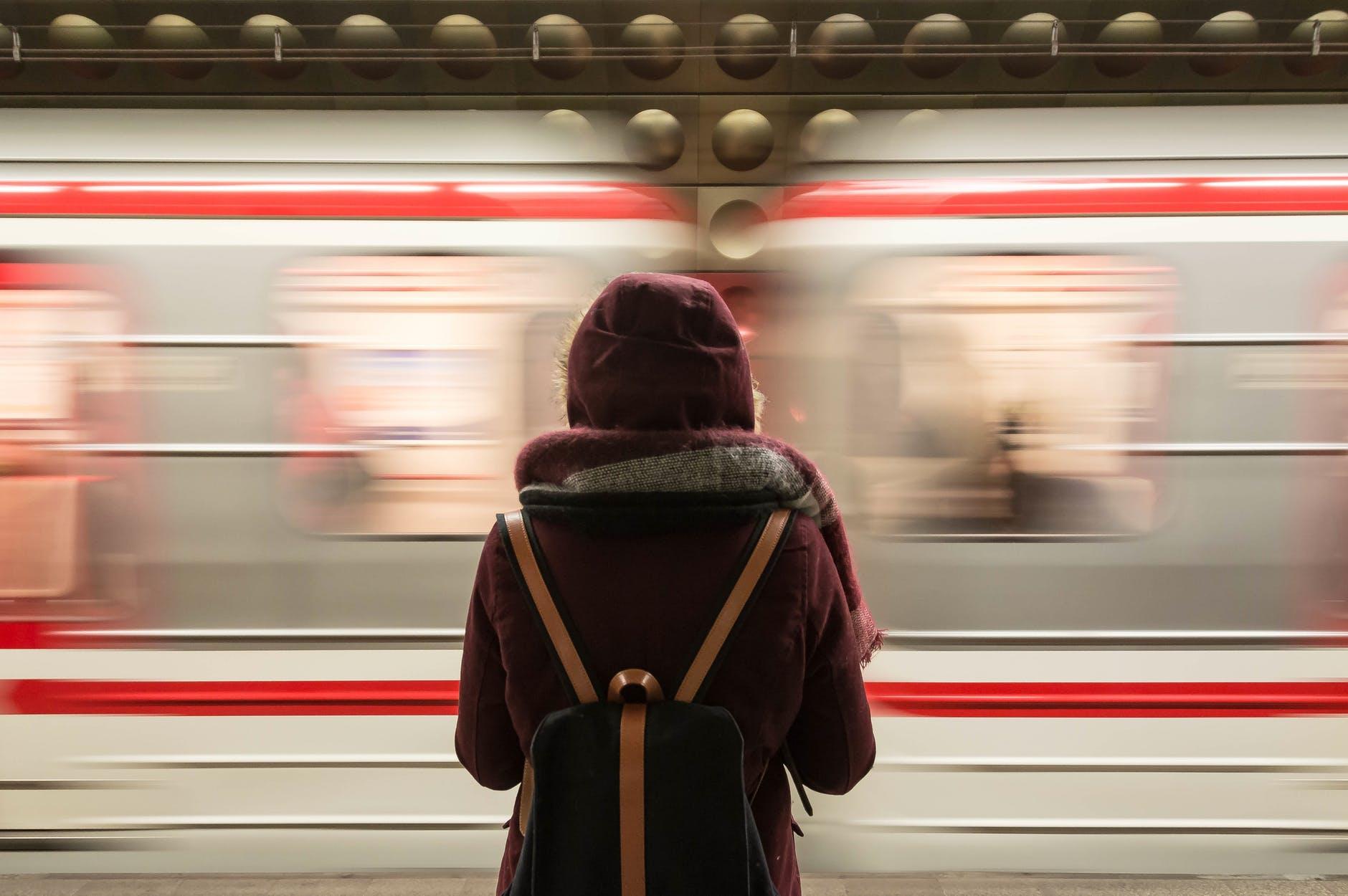 10 tipologii de oameni pe care îi vei întâlni când călătorești cu trenul