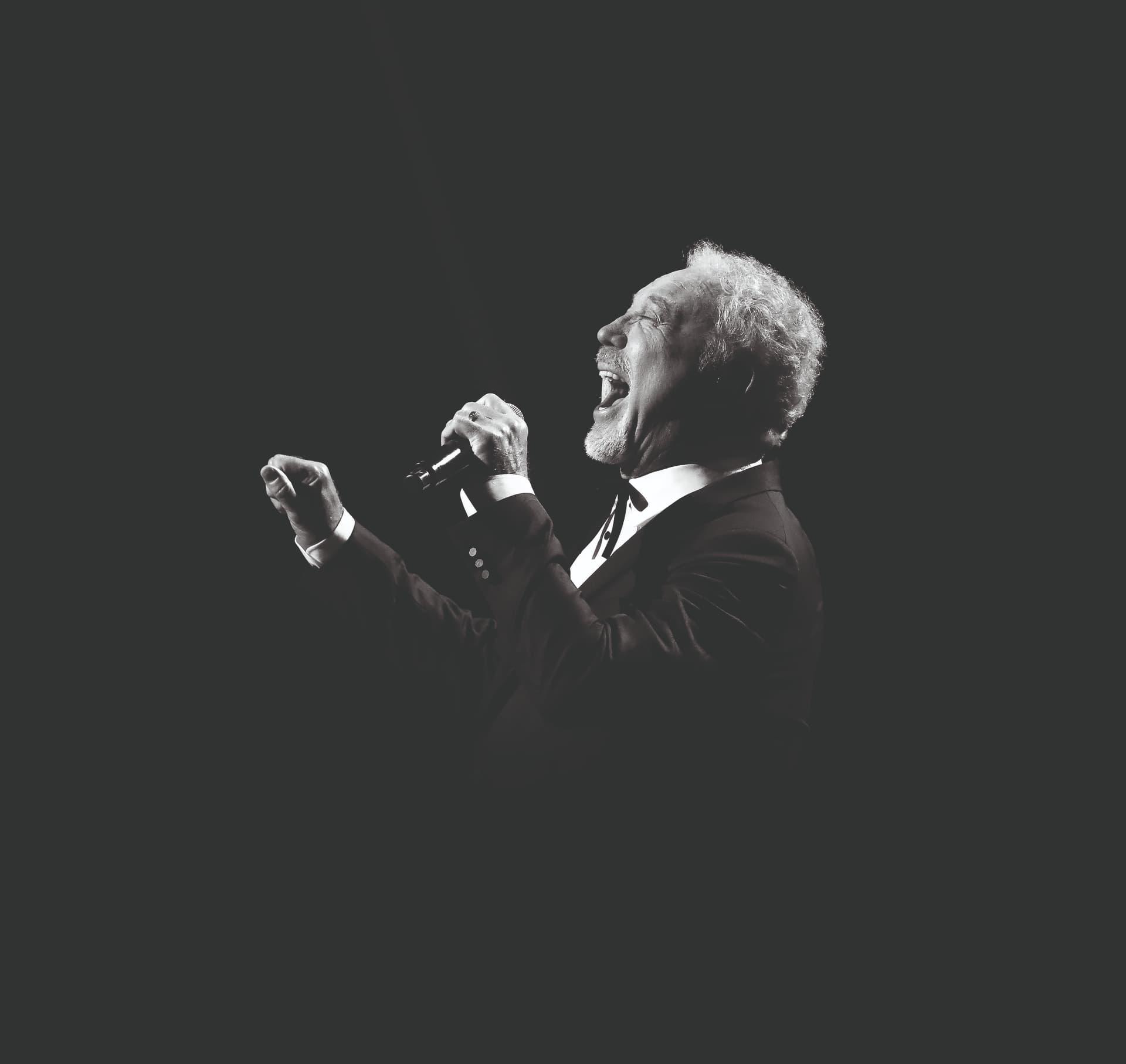 5 melodii pe care abia așteptăm să le auzim cântate live de Sir Tom Jones la Cluj