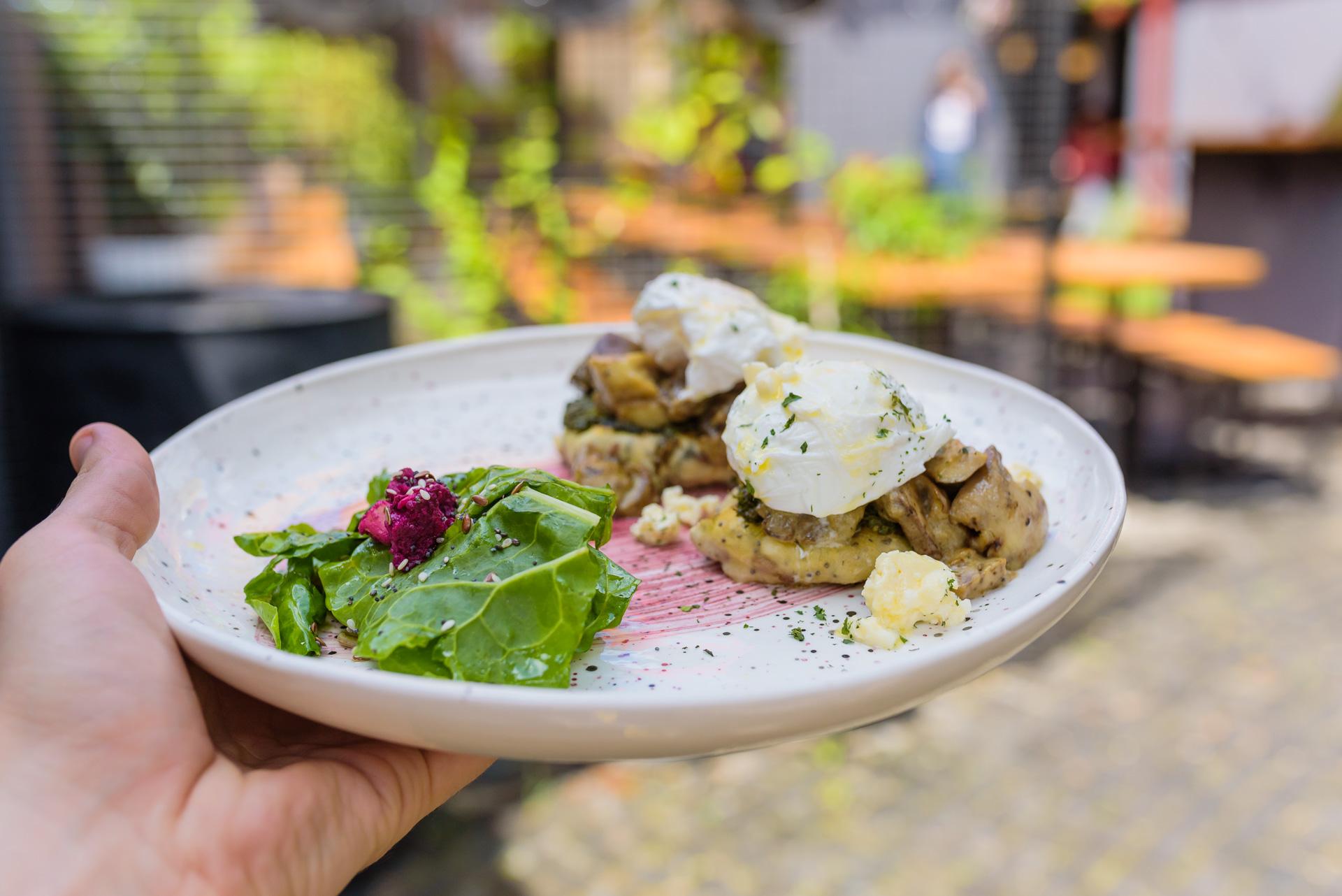#HowItsMade: Ouăle Clujéntine și plăcinta DOT