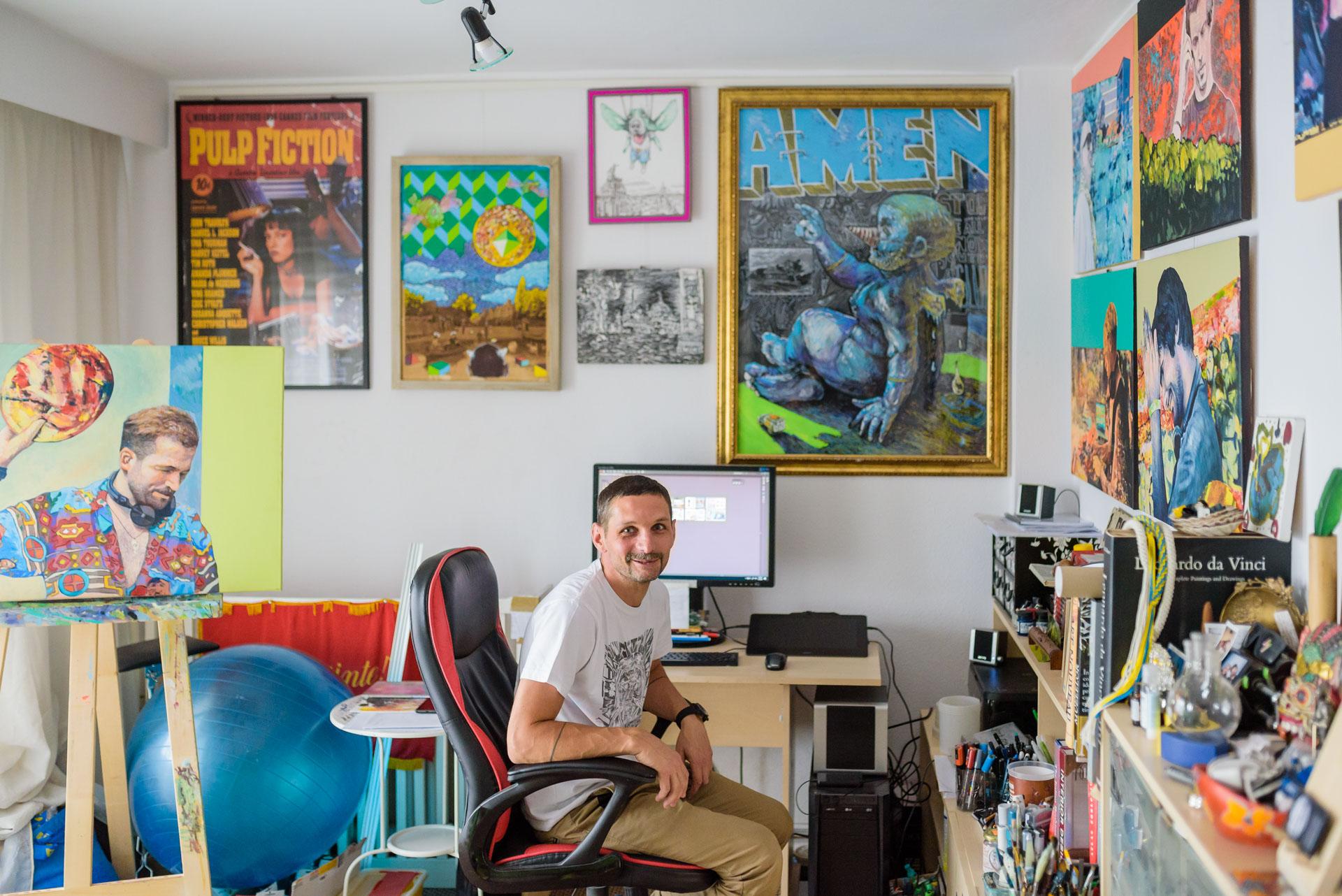 Interviu cu Georgian Mazerschi despre cartea de stickere pe care se pregătește să o lanseze
