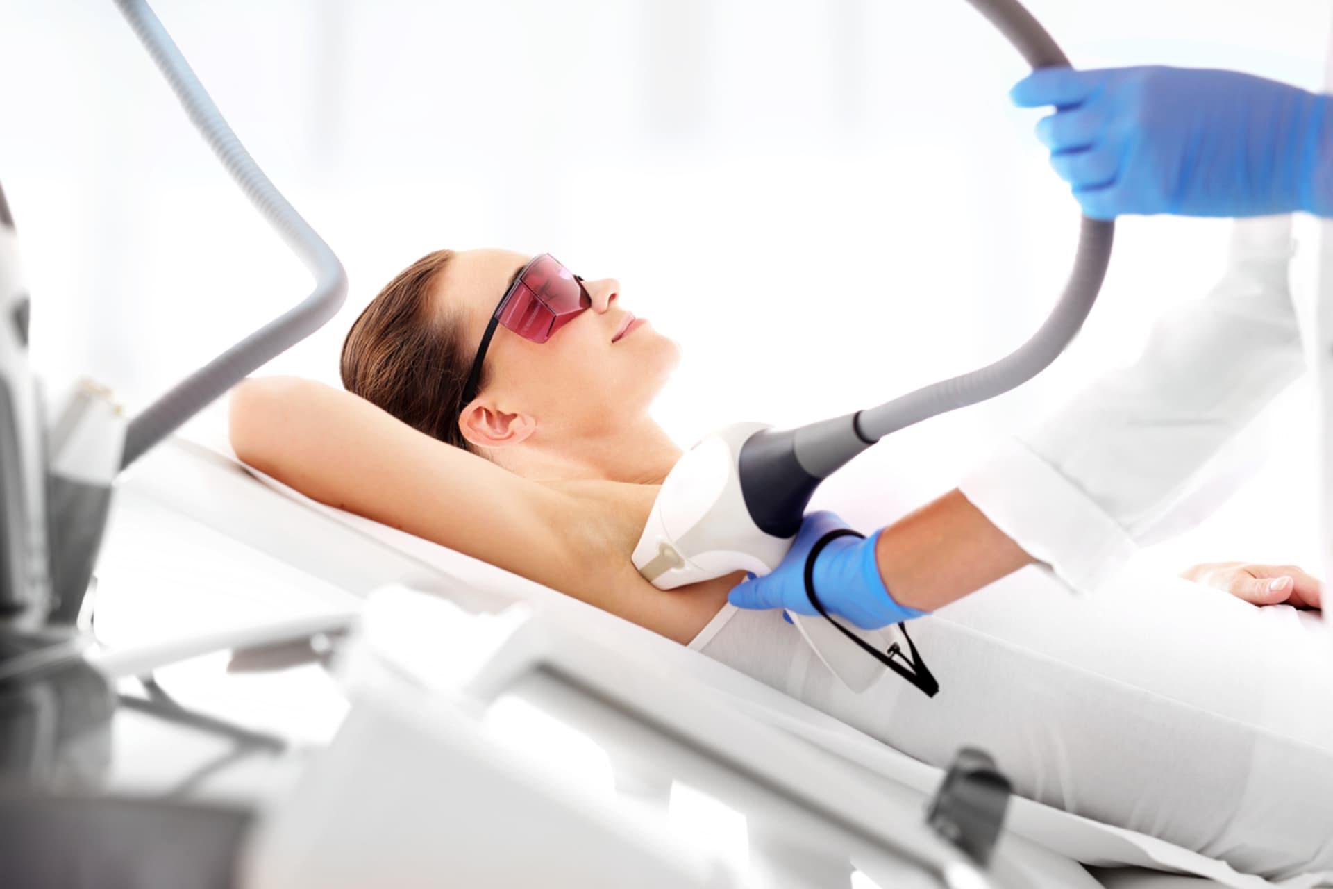 Vrei să scapi de părul inestetic de pe corp? Iată top 3 beneficii ale epilării definitive!