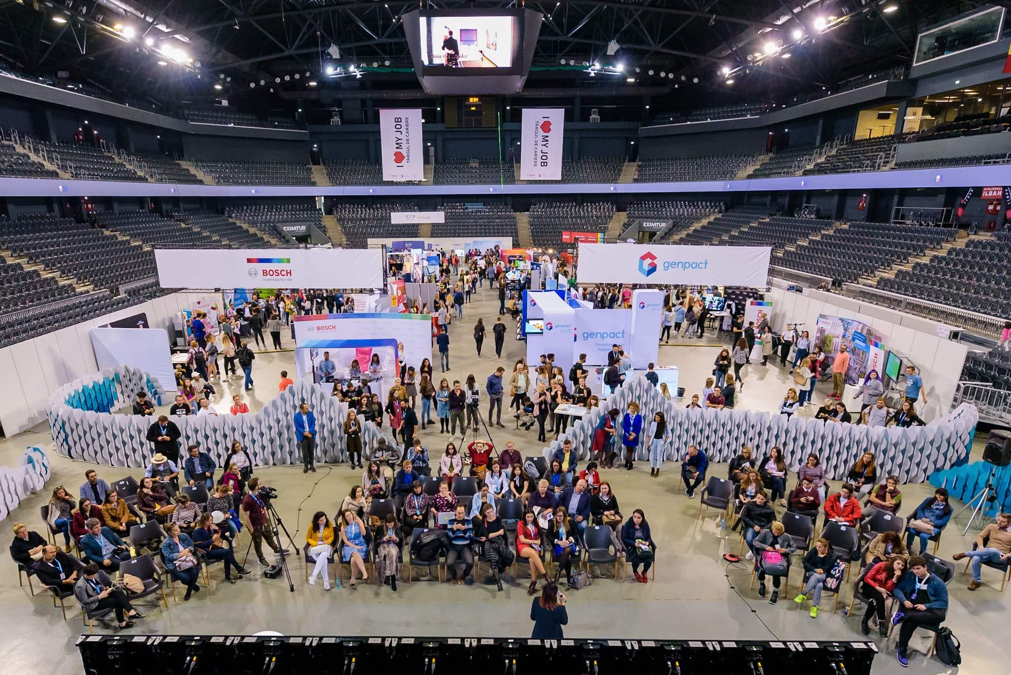 1.296 oameni au aplicat la joburi față în față cu viitorii lor angajatori