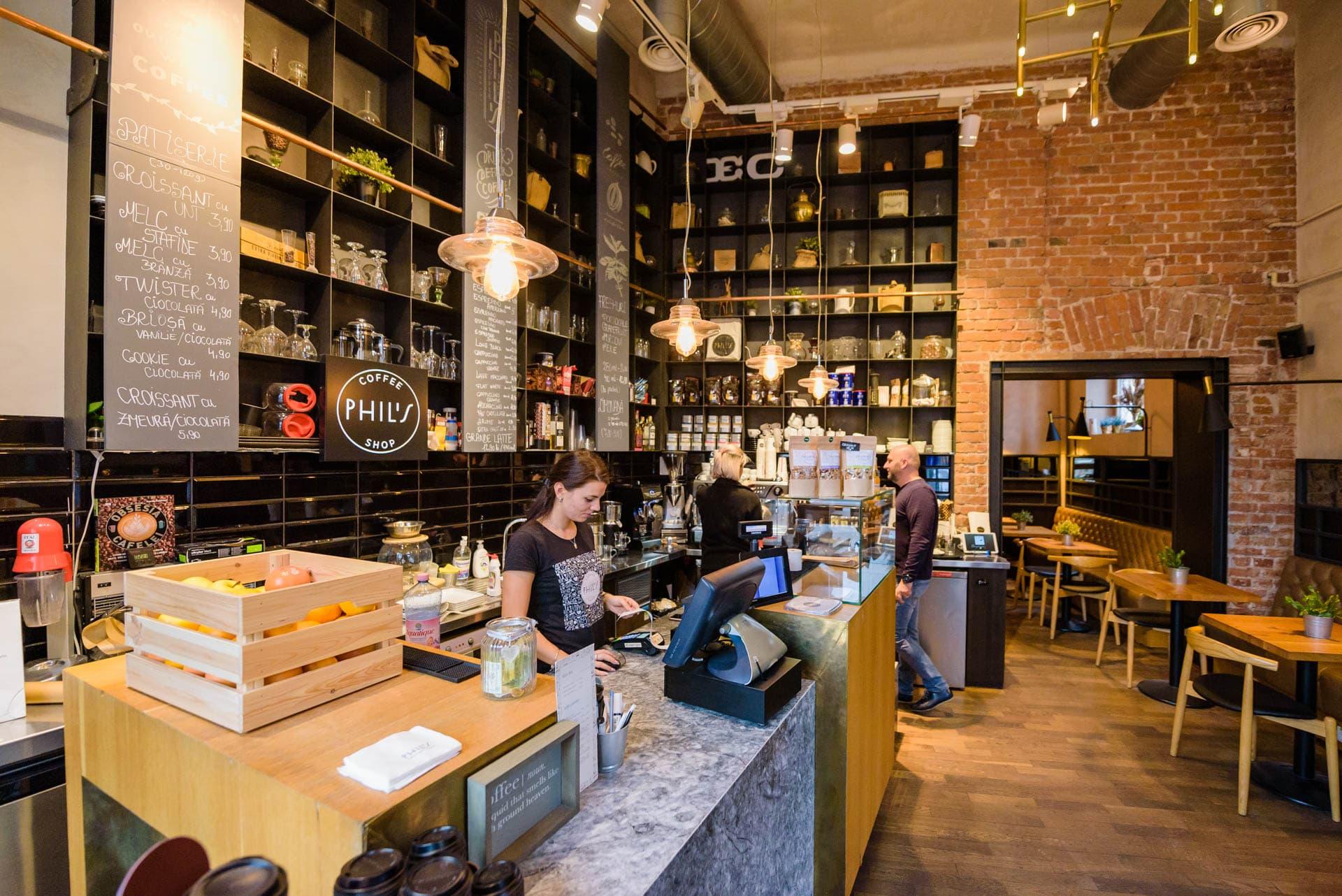 De vorbă cu… Cristina și Eva, baristele de la Phil's Coffee Shop