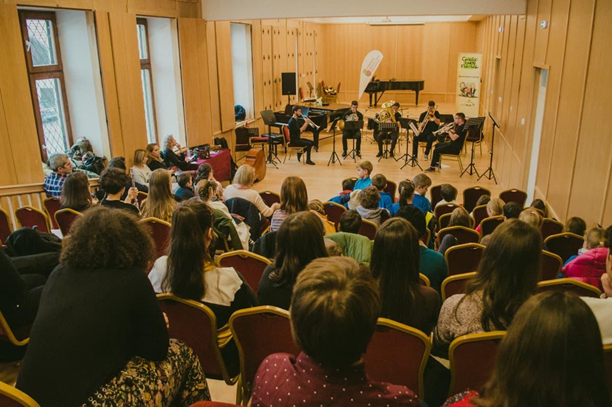 Peste 1.000 de copii din Cluj-Napoca și-au deschis orizontul către muzica clasică, în urma Classic Junior Festival
