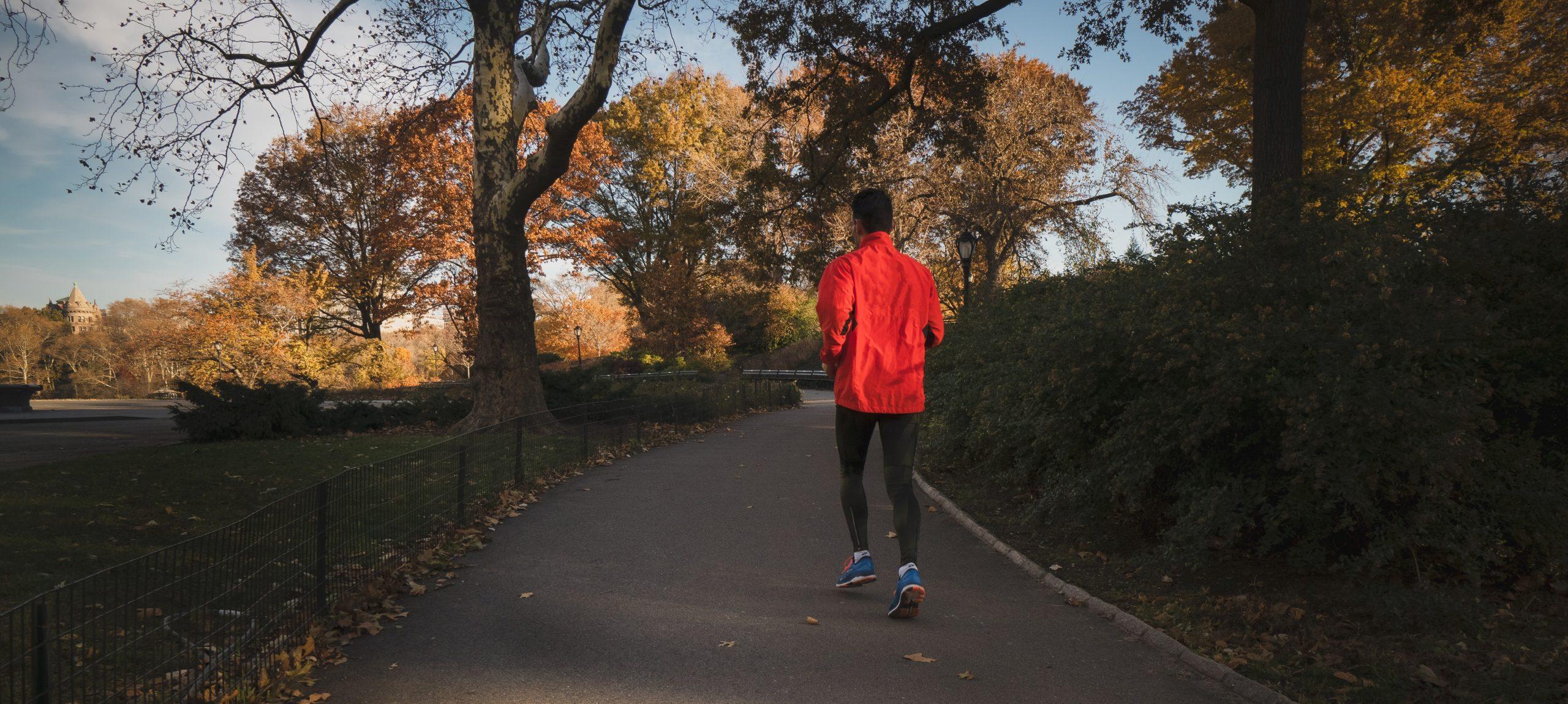 Exerciții fizice pe care le poți face singur lângă bloc