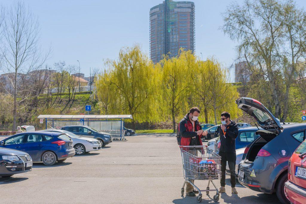 Cum livrează voluntarii de la Vă ajutăm din Cluj!