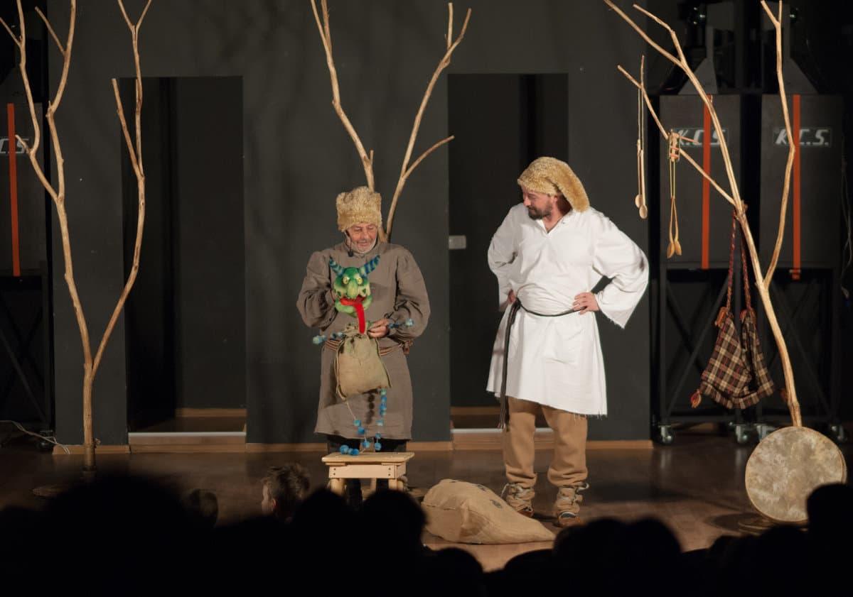 """Spectacole ale Teatrului """"Puck"""", în curtea Muzeului de Artă"""