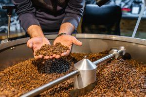 prăjirea cafelei la Hot Pipes Roastery