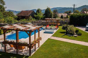 Cabane cu piscină aproape de Cluj