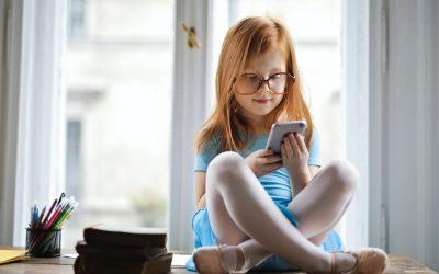 Telefoane pentru copii. Ce specificații să urmărești