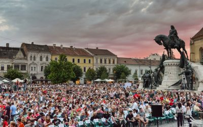 Festivalul Opera Aperta vă invită din nou la o serie de evenimente, în Sala Mare a Operei, cât și în Piața Unirii